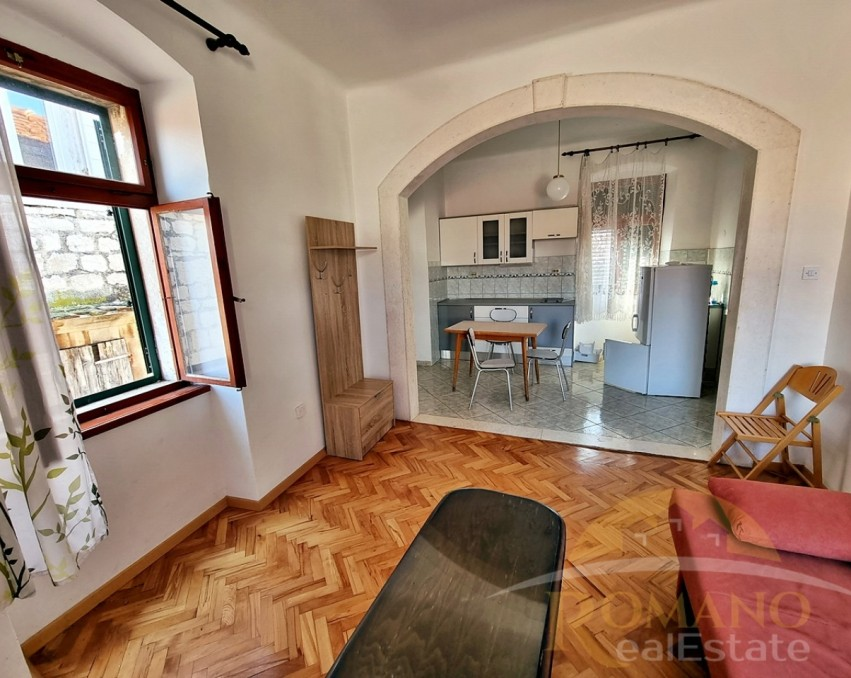 Two bedroom apartment in Trogir / Old town