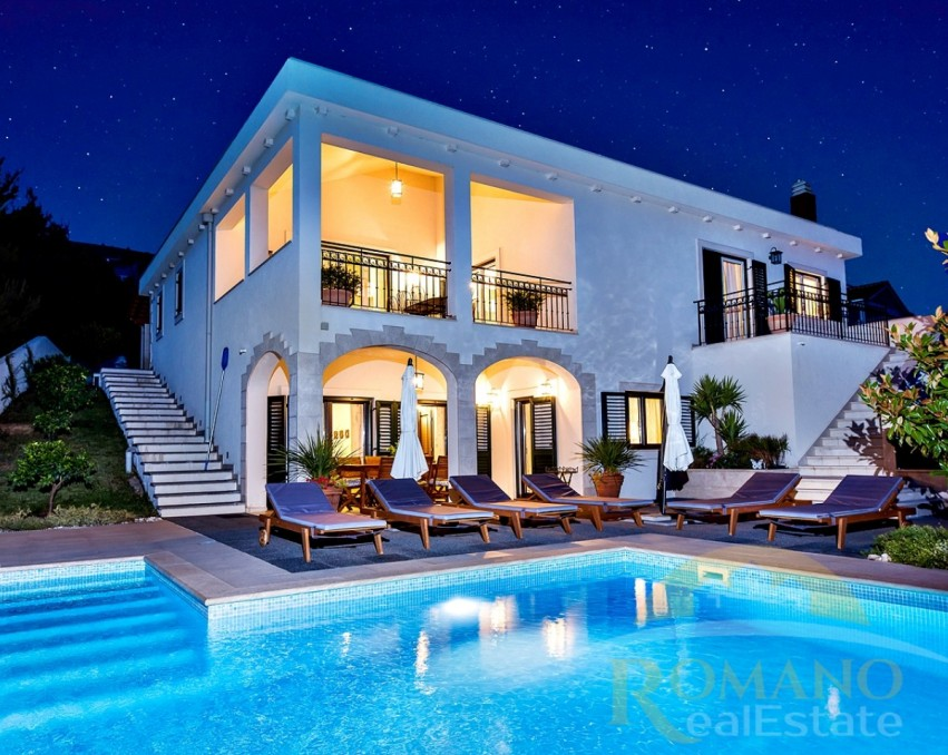 Luxury villa in Seget Donji with pool